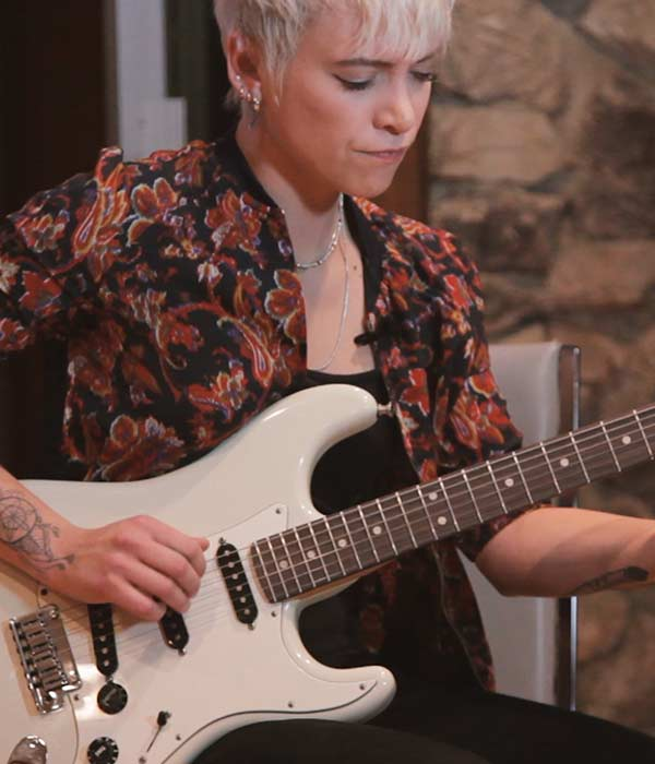 Carmen Vandenberg – Bones (UK), Jeff Beck